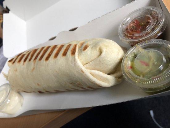 Nanterre, Prancis: Cheesy hamburger et mexican wrap