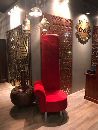 Inglewood, ออสเตรเลีย: Pamper yourself on Chakra's Big red chair