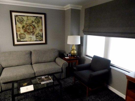 The Manhattan Club: salon avec canapé lit