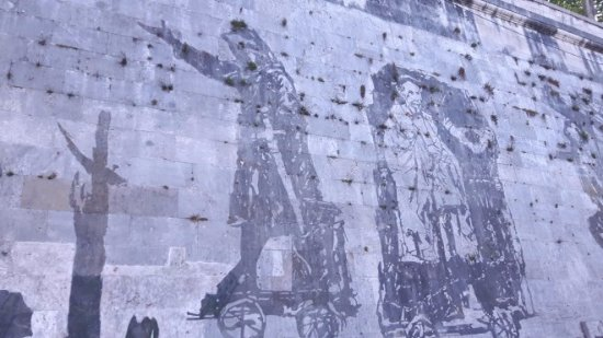 ‪I Murales di Kentridge sul Lungotevere‬