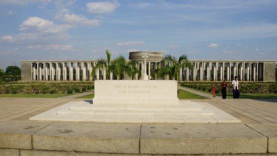 Cementerio de Guerra de Taukkyan: Vue du cimetière militaire de Taukkyan