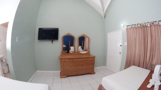 Jamaica Tamboo: Ocean view, very comfortable, balcony with chairs and table.