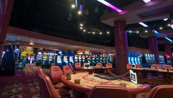 Wyandotte, OK: River Bend Casino • Hotel
