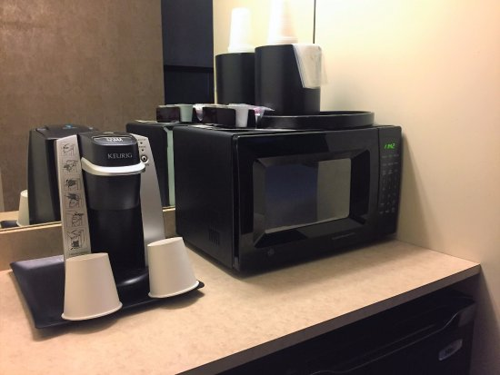 Bethesda Court Hotel: Keurig Coffee Maker, Microwave and Mini-Fridge in Each Guest Room and Suite