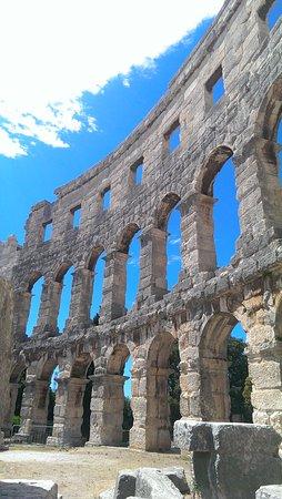 Αμφιθέατρο της Πούλα: IMAG0382_large.jpg
