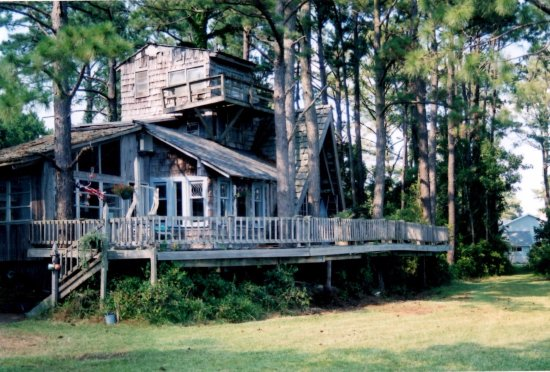 Oriental, Carolina del Norte: Old Pittman House on the River, now gone
