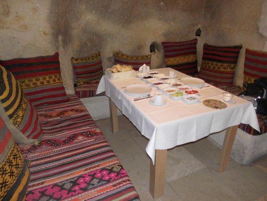 Konak Bezirhane Cave Otel : Frühstück! Ei, Tee und Kaffee kommt noch.
