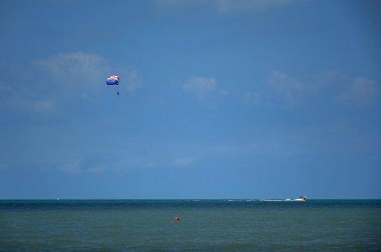 Vanderbilt Beach, FL: Parasailing