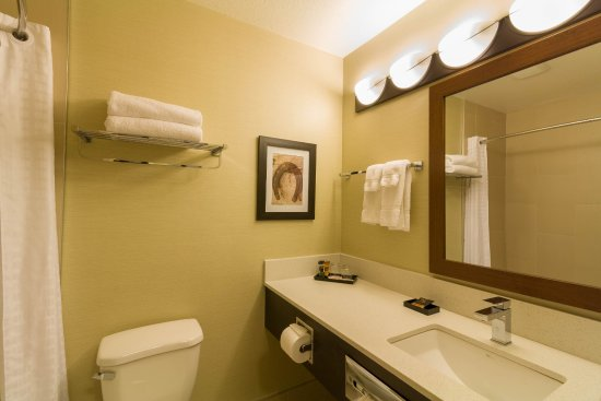 The Kanata Inns Invermere: Private Bathroom