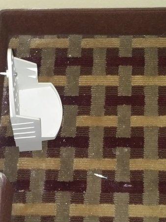 Sulphur, Luizjana: Flat Iron Holder on the Floor in the closet