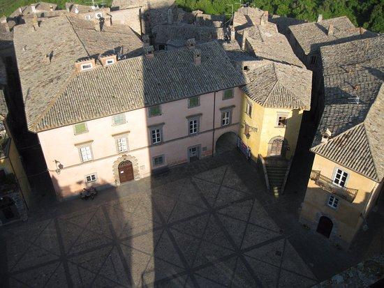 Civitella d'Agliano, Włochy: Piazza Unità d'Italia vista dal terrazzo della Torre