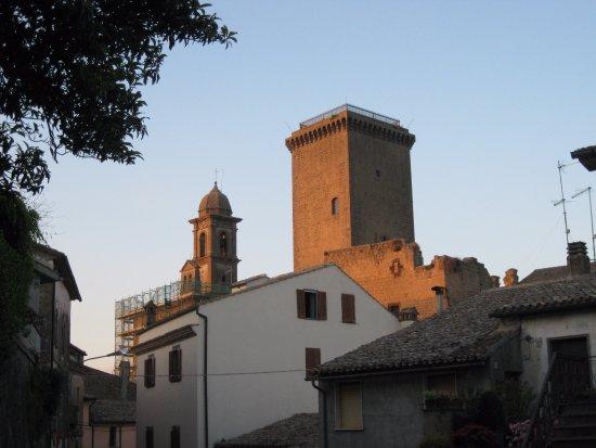 Castello e Torre Monaldeschi : la torre e campanile della parrocchiale