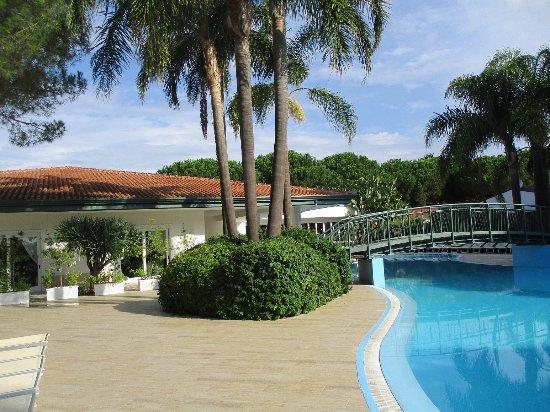 Restaurant et une piscine picture of villaggio oasis for Restaurant piscine