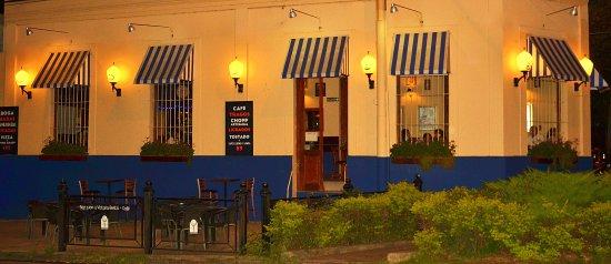 SAN JUAN Y VICTORIA RESTÓ CAFÉ: Cálida esquina gastronómica para disfrutar todo el día. Aceptamos crédito y débito.