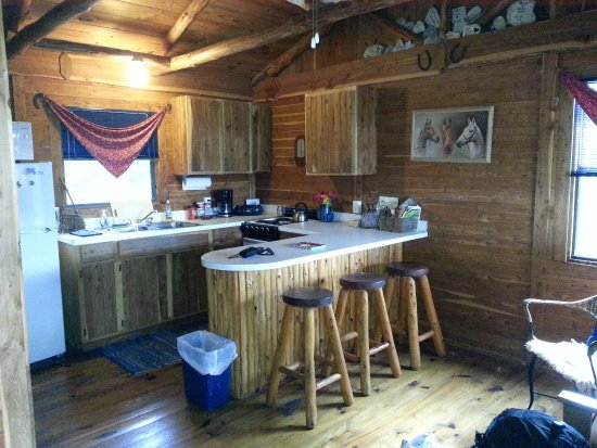 Southwind Bed and Breakfast : Mariah Cabin Kitchen