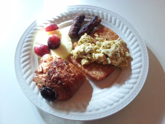 Southwind Bed and Breakfast : A typical breakfast -- eggs, meat, fruit, and pastry