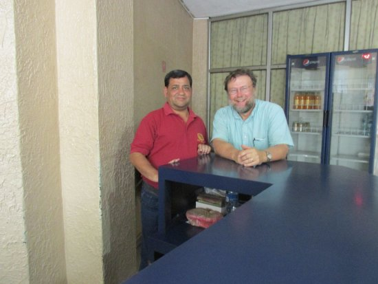 Hotel Granada 2: Cesar and me at reception desk