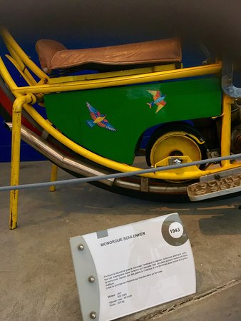 Chatellerault, Frankrike: Des deux roues rigolos