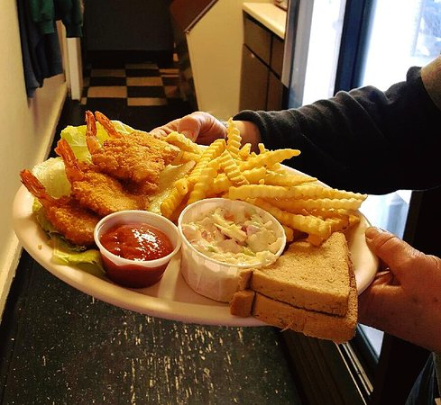 Redgranite, Висконсин: Yummy shrimp and fries.