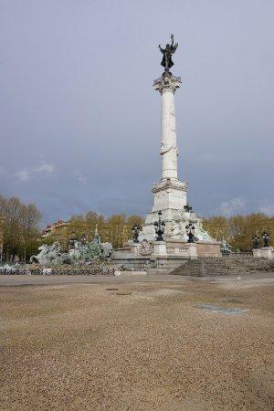 Monument aux girondins picture of office de tourisme de bordeaux bordeaux tripadvisor - Office de tourisme de bordeaux ...