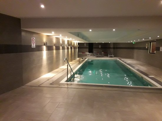 Trop belle piscine picture of appart 39 hotel ferney geneve for Piscine ferney voltaire