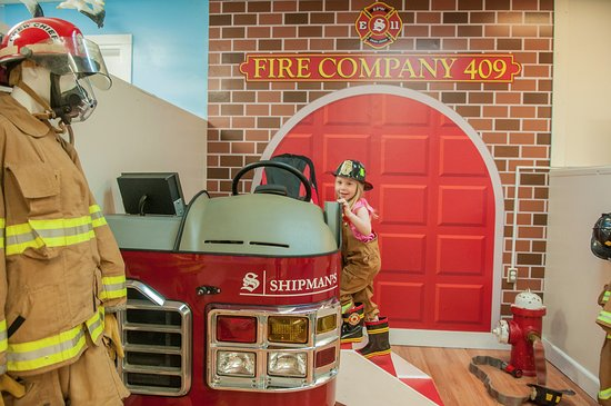 Niantic, CT: This exhibit is on fire! Gear up, climb up & pretend to be a firefighter!