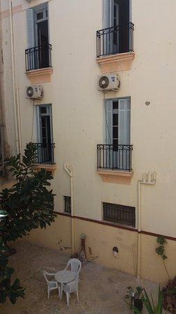 Grand Hotel de France : La cour intérieure (le patio)