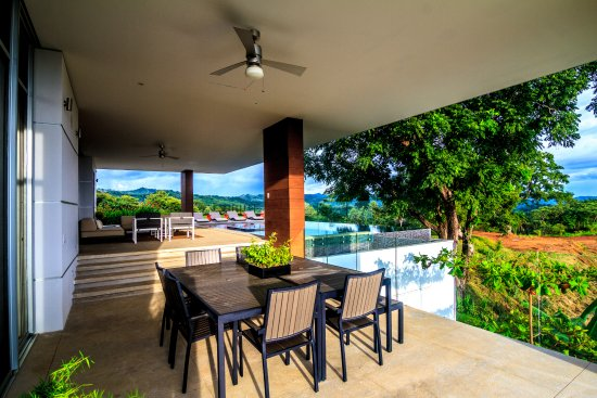 San Juanillo, Kosta Rika: An original and enchanting home design. Aerie has three spacious, yet cozy stories, offering ple