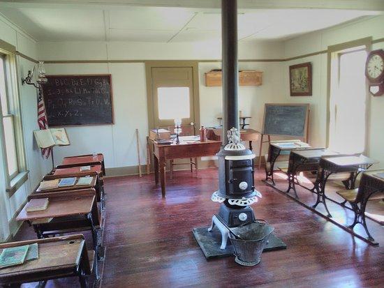 Montrose, Колорадо: Area school room