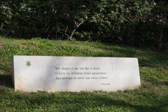 Museu Nacional de Arte Antiga: A sentence at the main entrance written by a portuguese poet and writter Teixeira de Pascoaes