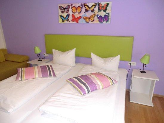 Hotel Pension Haydn München: Ein super nettes Familienzimmer mit Schlafsofa und Balcon