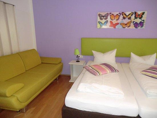 Hotel Pension Haydn München: Zimmer mit Bad ohne Teppich