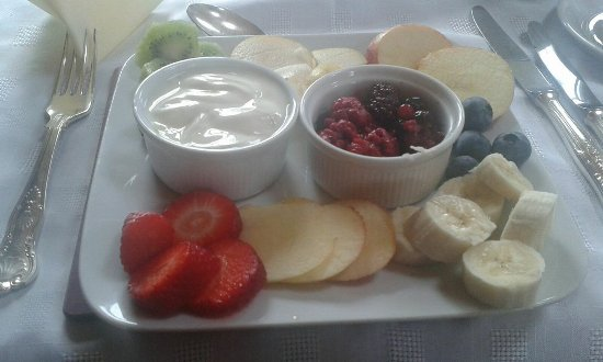 Elyod House: Delicious yoghurt and fruit for breakfast