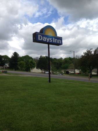 Hillsboro, OH: Sign on Harry Sauner