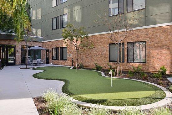 Irvine, CA: Putting green