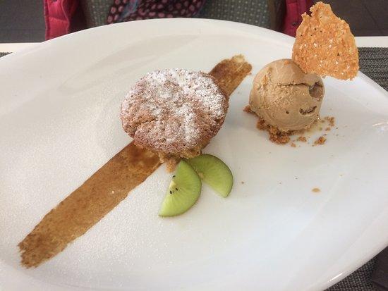 กราดิกนัน, ฝรั่งเศส: Cupcake café avec sa glace café