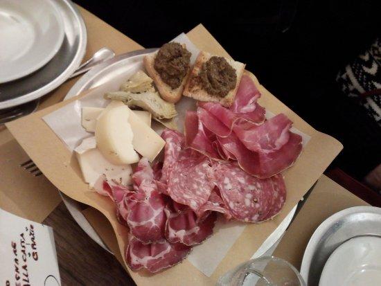 Montepulciano, Italië: tagliere di salumi e formaggi, bello e buonissimo
