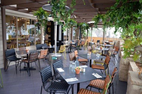 Terrey Hills, Australia: Indoor/outdoor dining under the boganvillia