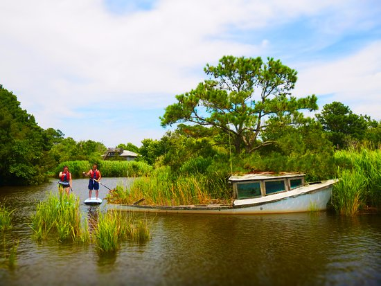 Corolle, Caroline du Nord : Paddleboarding through the creeks and marshes. So much to discover!
