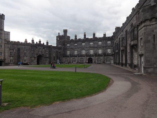 Kilkenny, Ireland: Impressive building.