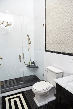 High Point, NC: The Thom Filicia Suite bathroom
