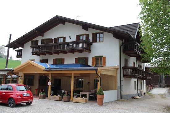 Gasthof zum schlern: L'hotel col ristorante a piano terra e le camere al primo e secondo