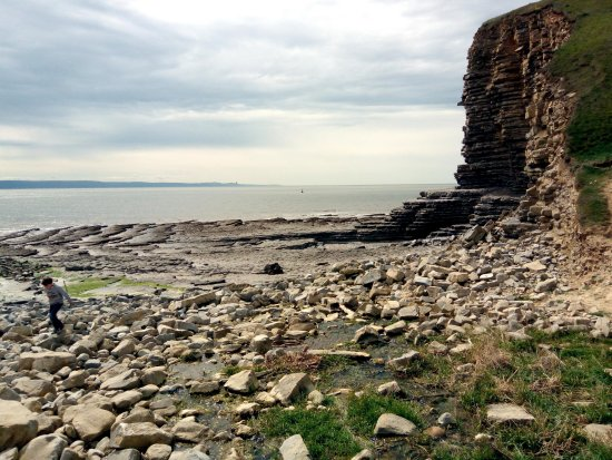 Llantwit Major, UK: Rocky beach