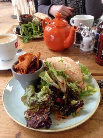 Dirleton, UK: Just a wee baguette with delicious salad and root vegetable crisps. Faultless!