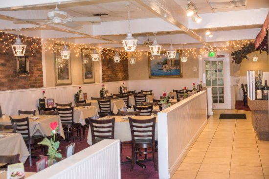 Mission Viejo, CA: Antonucci's Restaurant Dining Room