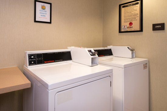 Hampton Inn & Suites Schertz : Laundry Room