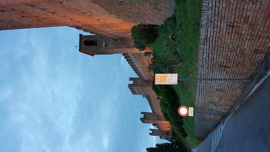 Gradara, Italia: 20170427_201525_large.jpg