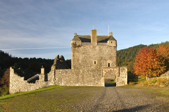 Peebles, UK: Neidpath Castle from the entrance.