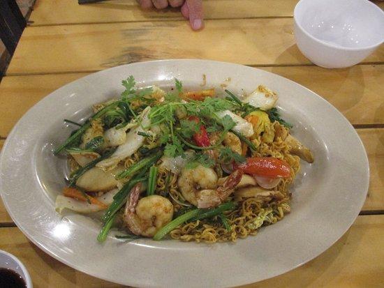 Rach Gia, Vietnam: Photo prise par guythu-dudelta _21580_170417_Seafood,nouilles sautees_Óc Văng_Rạch Giá_VN
