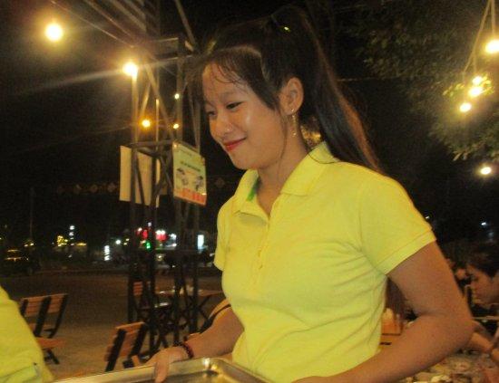 Rach Gia, Vietnam: Photo prise par guythu-dudelta _21582_170417_Smiling service_Óc Văng_Rạch Giá_VN_2